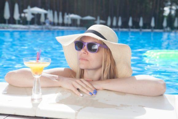 夏休みにおすすめのプールの監視員のバイト
